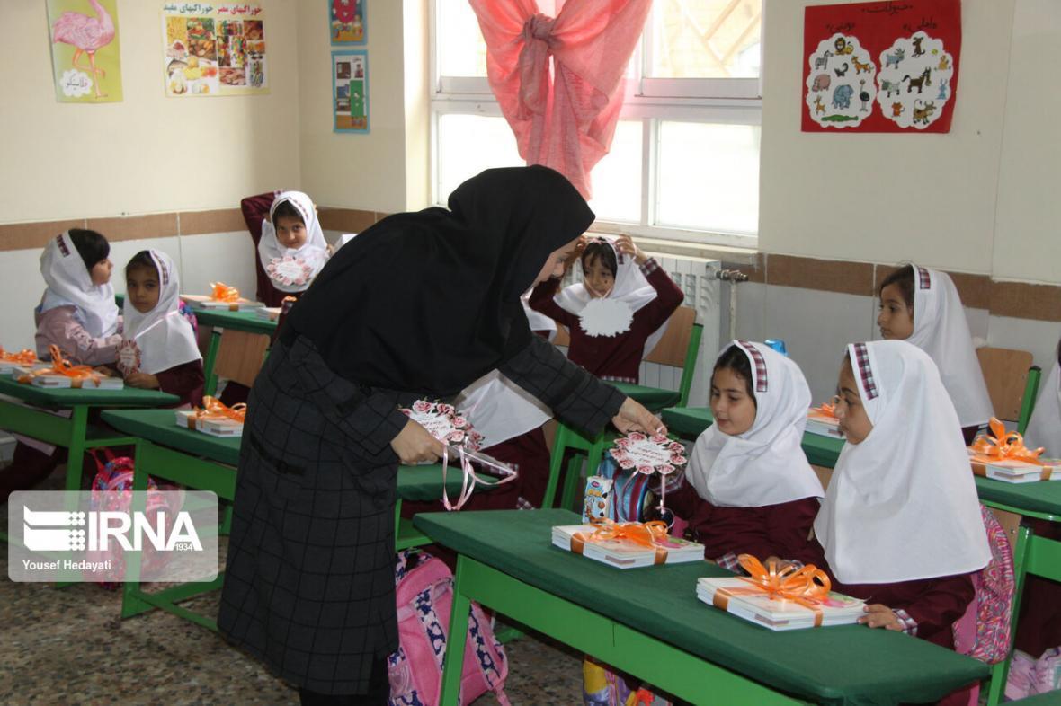 خبرنگاران معلمان حق التدریس پیش دبستانی فارس خواهان تغییر شرایط استخدامی شدند